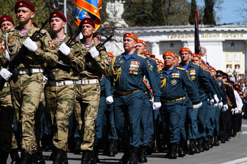https://92.mchs.gov.ru/uploads/resize_cache/news/2021-05-09/spasateli-mchs-rossii-prinyali-uchastie-v-sevastopolskom-parade-pobedy_1620559319277957479__800x800.jpg